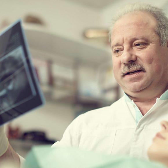 Удаление зубов / имплантация зубов